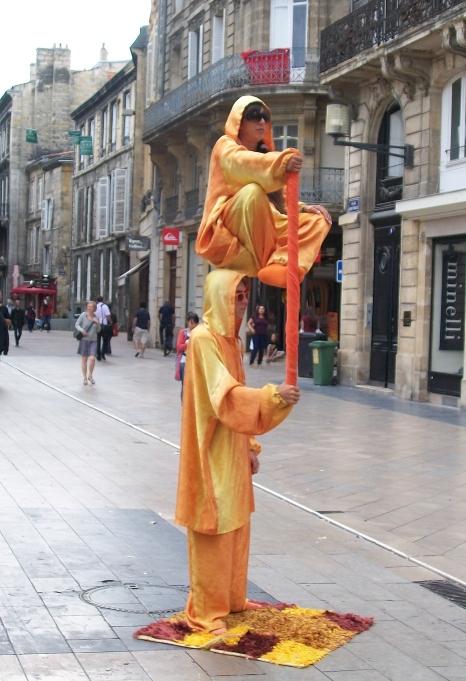Rue Ste-Catherine, équilibristes